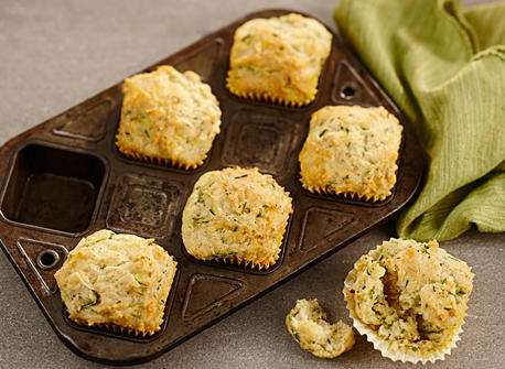 muffins aux courgettes et au fromage recette plaisirs laitiers. Black Bedroom Furniture Sets. Home Design Ideas