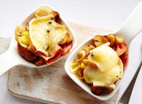 Pommes de terre écrasées avec jambon et Raclette