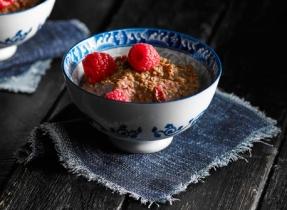 Pouding au quinoa, au chocolat et à la framboise