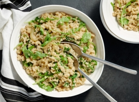 Quinoa aux oignons caramélisés et à la roquette