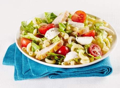 Salade c sar avec poulet et macaroni au fromage recette - Recette salade cesar au poulet grille ...