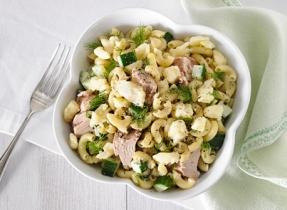 Salade de macaroni au thon et au Cheddar