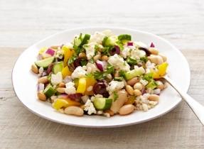 Salade grecque à l'orge et aux haricots