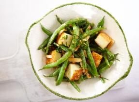 Salade tiède aux fèves vertes et au Paneer grillé