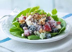 Salade « waldorf » aux petits fruits