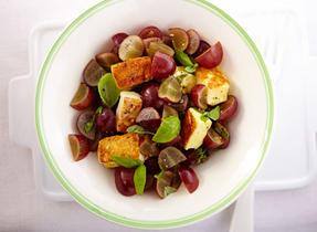 Salsa aux raisins rouges et au cari avec Halloumi grillé