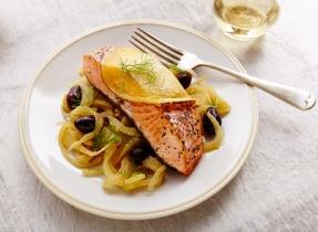 Saumon à la compote olives-fenouil et au Cheddar