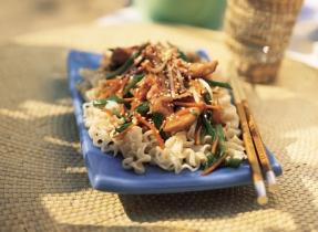 Sauté asiatique de poulet et légumes