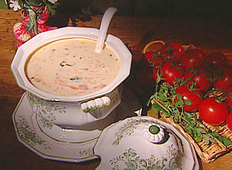Soupe aux tomates maison recette plaisirs laitiers - Soupe de tomate maison ...
