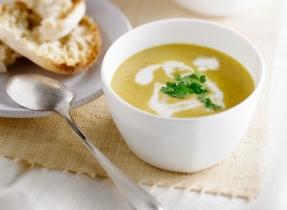Soupe épicée à la courge et aux pommes