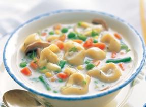 Soupe rapide et facile aux légumes et tortellini
