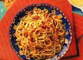Spaghetti avec bacon croustillant et sauce au fromage