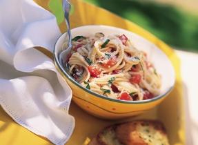 Spaghettini avec sauce aux tomates fraîches et basilic